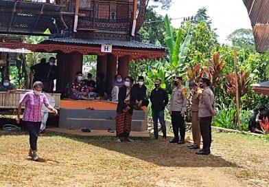 Kapolsek Makale mendampingi Kapolres Tana Toraja pengawasan Prokes di Rambu Solo'